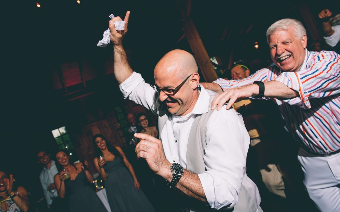 How to Encourage Wedding Guests to Dance