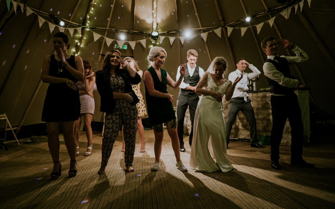 4 Ways to Keep Your Wedding Dance Floor Packed